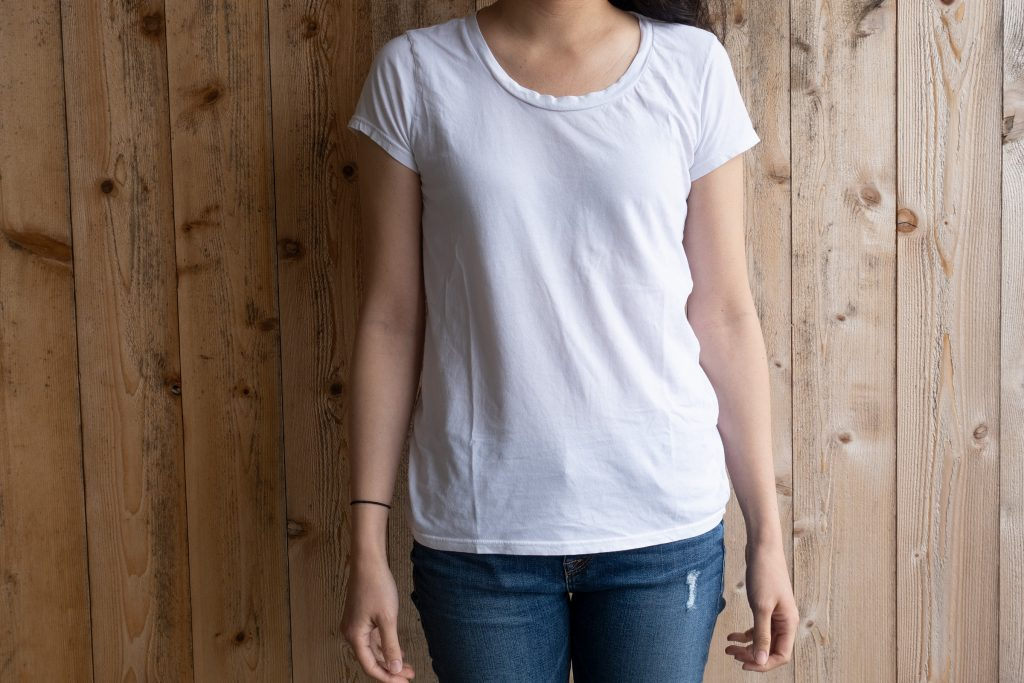 Everlane Relaxed Crew Tee Review